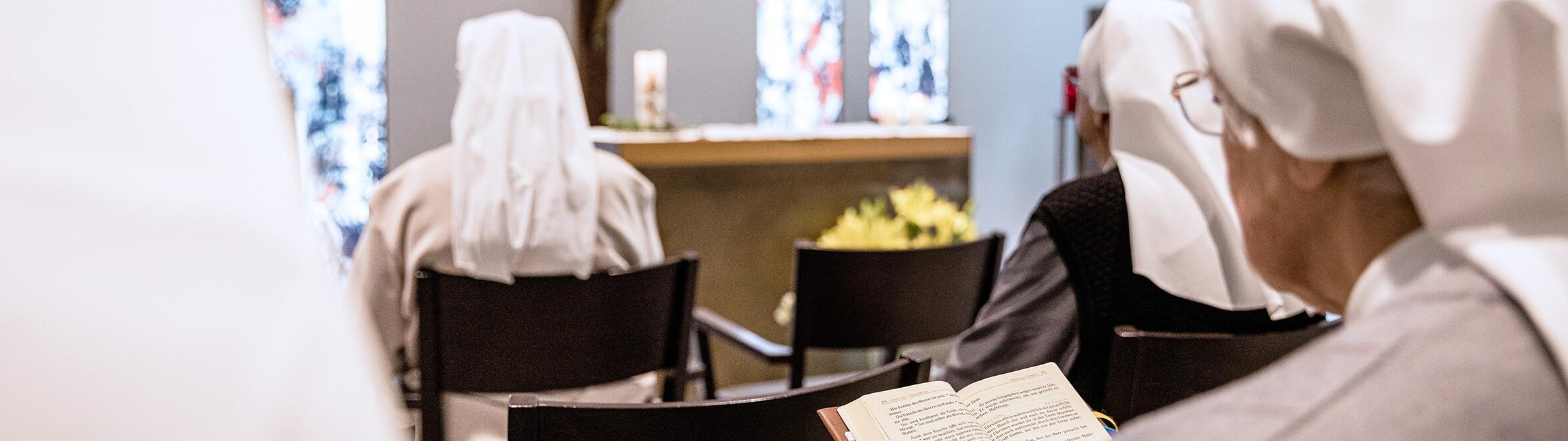Antoniushaus der Kreuzschwestern in Feldkirch, Vorarlberg, Ordensschwestern im Gebet