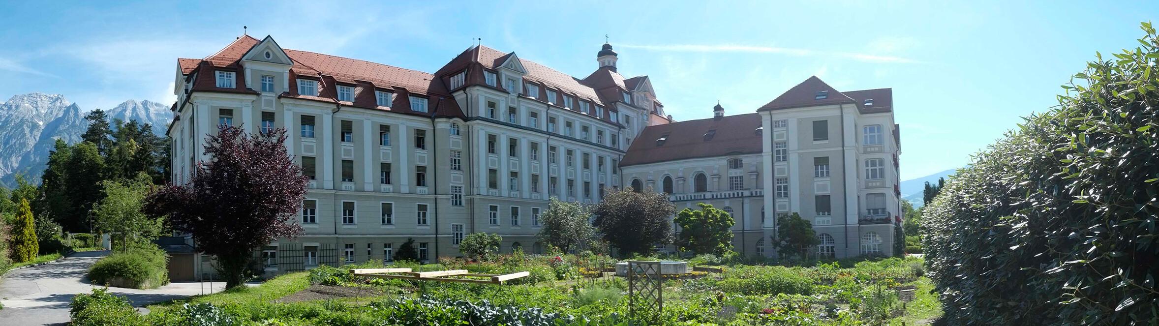 Kloster St. Elisabeth der Kreuzschwestern in Hall im Tirol