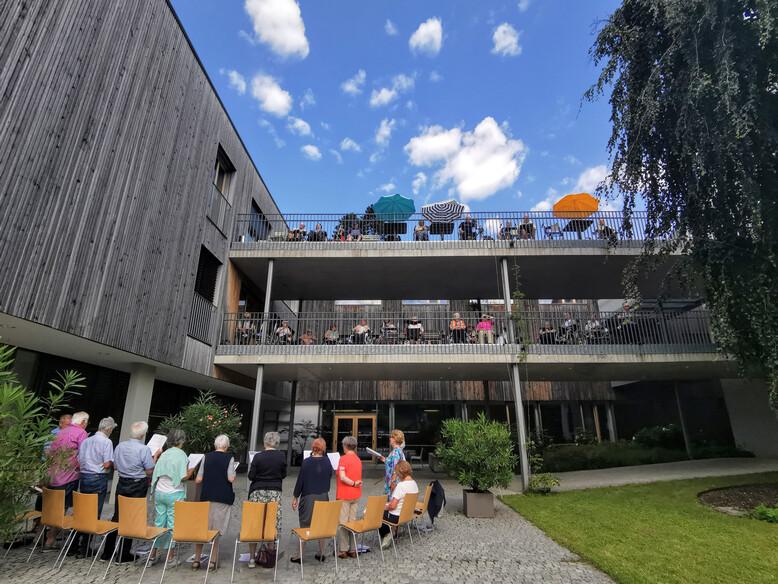 """Antoniushaus der Kreuzschwestern in Feldkirch, Vorarlberg, Singgemeinschaft """"Gemsichter Satz"""""""